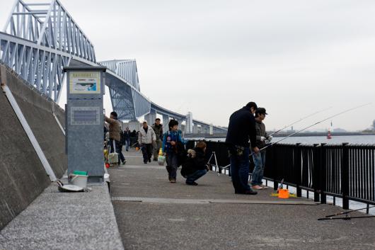 東京ゲートブリッジ釣り人