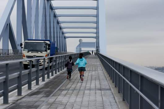 東京ゲートブリッジ走る姉妹
