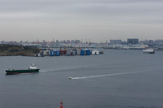 東京ゲートブリッジから船