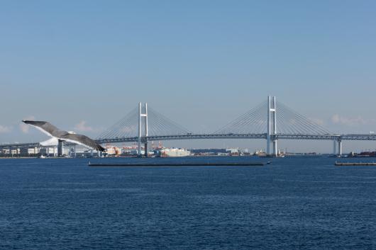 大桟橋カモメとベイブリッジ