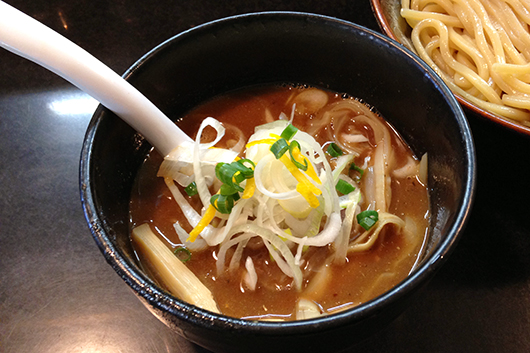 晴濃厚つけ麺のスープ