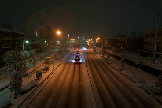 歩道橋の上から雪