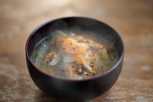 野菜皮付き豚汁