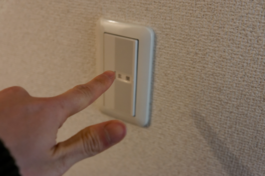 部屋の照明消し忘れ