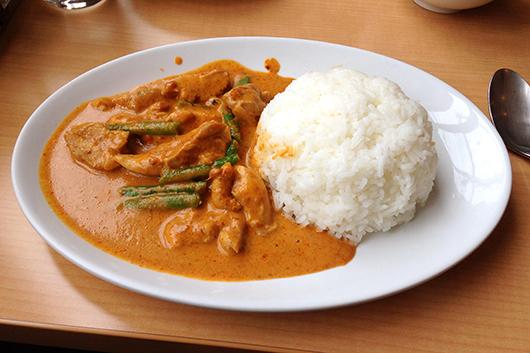 浦和タイ料理とり肉のカレー炒め