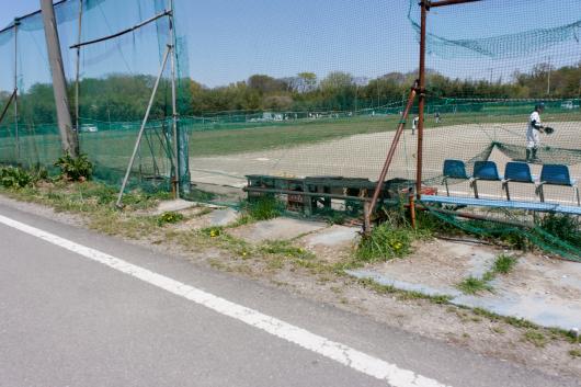 サイクリングロード横や球場