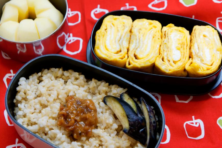 卵焼きメインのお弁当と秩父のローカルフード