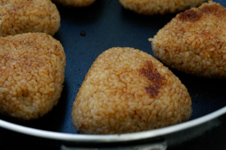 ランナー・ローディー必須の炭水化物摂取に「玄米焼きおにぎり」がオススメ