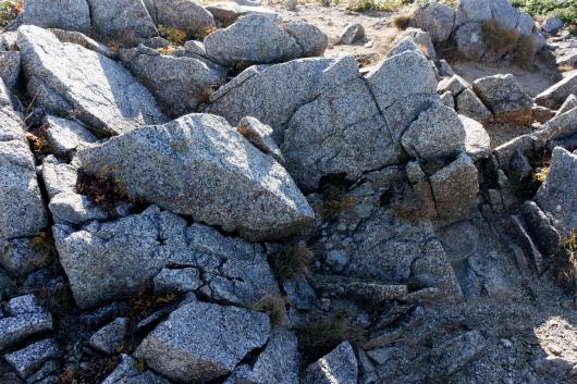 朝日連峰岩