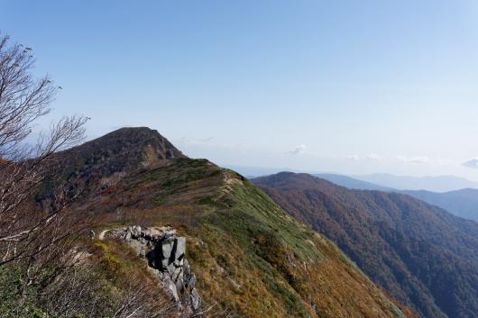登って来た山道