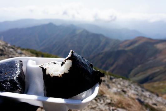 大朝日岳頂上おにぎり